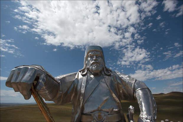 Статуя Чингисхана в Цонжин-Болдоге (Монголия). Фото: Ludovic Hirlimann / Flickr.com / CC BY-SA 2.0.