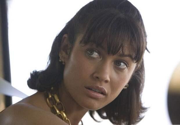 Французская актриса и модель украинского происхождения Ольга в роли Камиллы в фильме «Квант милосердия», 2008 год.