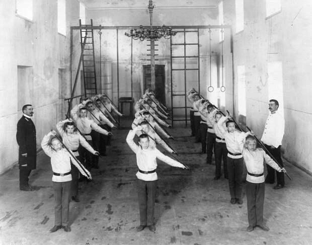 04. Урок гимнастики у младших воспитанников
