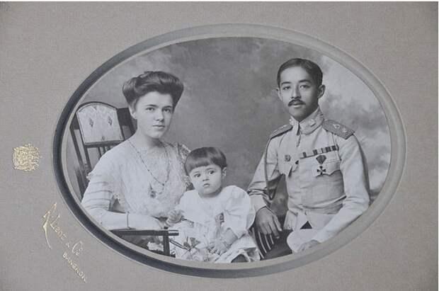 Чакрабон, Екатерина Десницкая и принц Чула.jpg