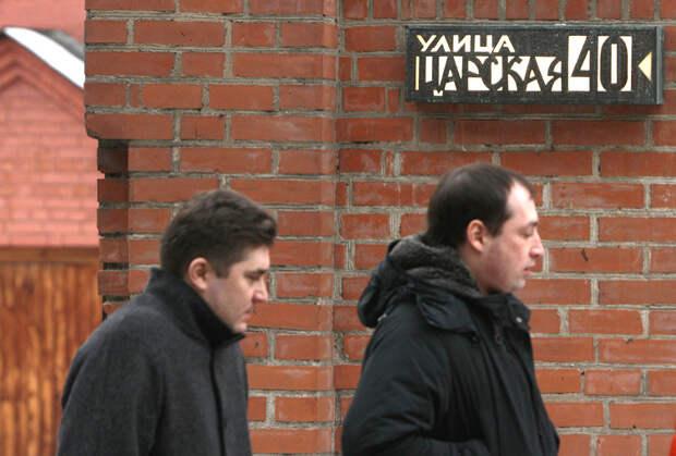 Табличка на здании храма святителя Митрофана Воронежского на улице 2-я Хуторская в Москве, установленная протоиереем Димитрием (Смирновым)