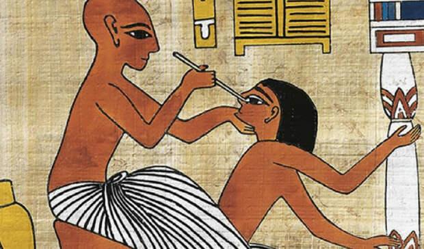 Египет и РимВопреки распространенному мифу, рабов в древнем Египте очень ценили — просто потому, что те были достаточно дороги. Чтобы рабы прослужили дольше, в рацион строителя пирамид в обязательном порядке включался чеснок. Он поддерживал физическую силу и предохранял от многих болезней, в том числе, и от рака. Примерно тем же руководствовались и римские полководцы: каждый солдат действительной службы был обязан ежедневно съедать зубчик чеснока, который помогал организму справиться с тяготами военной службы.