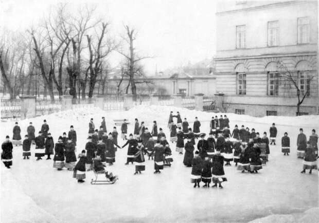 На катке. Фото 1889 года.