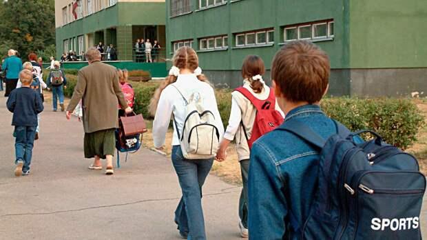 «Количество очагов увеличилось за счет школ и садиков». Вторую волну коронавируса запустили дети и туристы