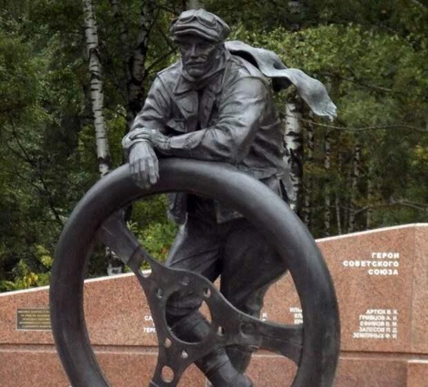 Памятник героям-шоферам появился в Москве (ФОТО)