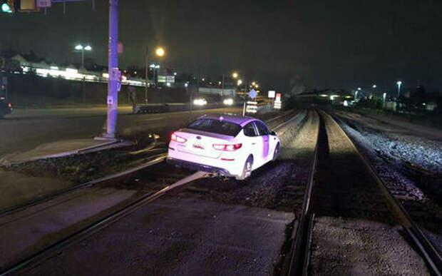 Слепая вера в навигатор загнала женщину на железную дорогу