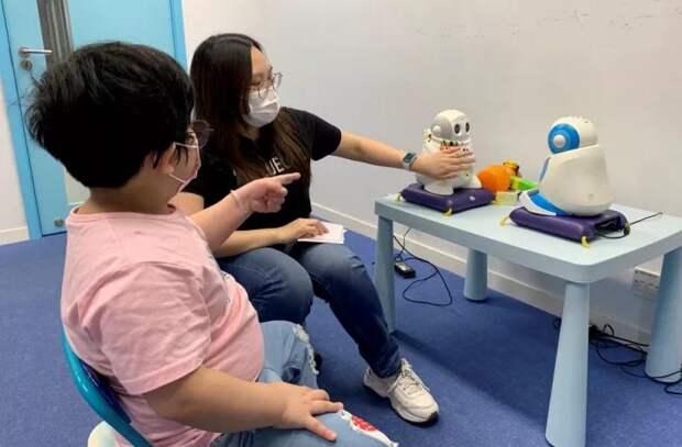 Роботы обучают социальным навыкам детей с аутизмом
