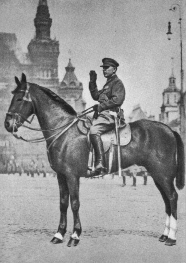 Нарком обороны СССР К. Е. Ворошилов принимает парад на Красной площади в Москве. Май, 1930 г.
