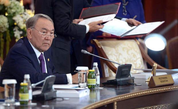 Нурсултан Назарбаев привился «Спутник V»