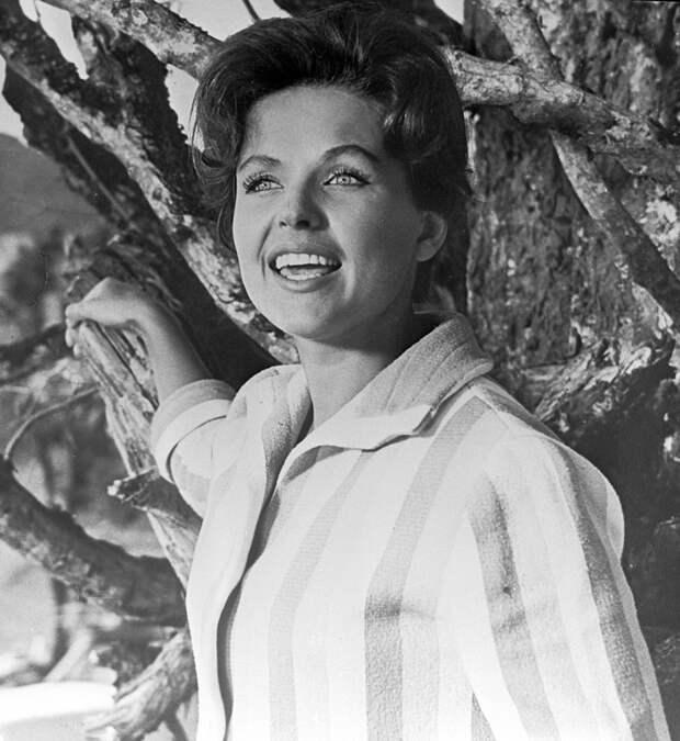 Наталья Фатеева на съемках фильма «Три плюс два». 1963 г.