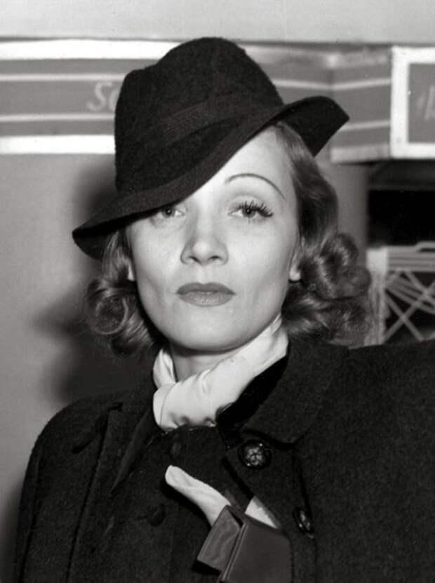 Марлен Дитрих имела ямочки на щеках от природы. /Фото:woridnews.com