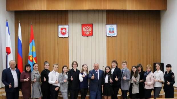Василий Грабован встретился с ученическим самоуправлением Красногвардейского района