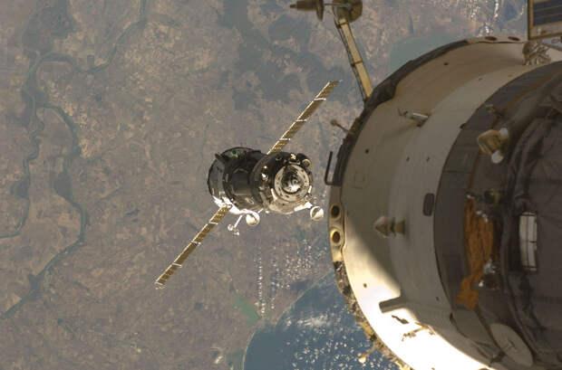Экипаж МКС успешно вернулся на Землю