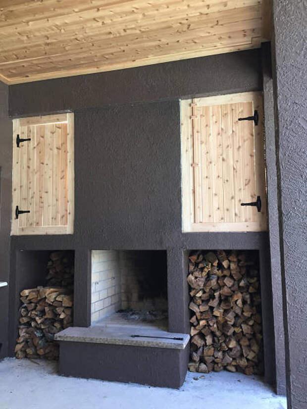 Идеальная зона мужского отдыха на крыльце собственного дома