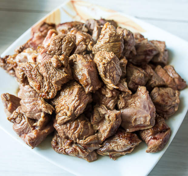Обжариваем мясо