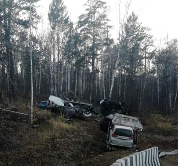 Очевидец встречного авто чудом избежал аварии с автовозом семью иномарками в Приангарье