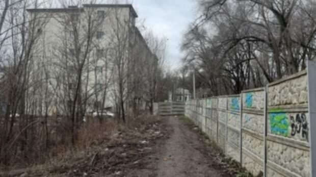 Иск кростовским властям готовит владелец дороги кдому наТракторной