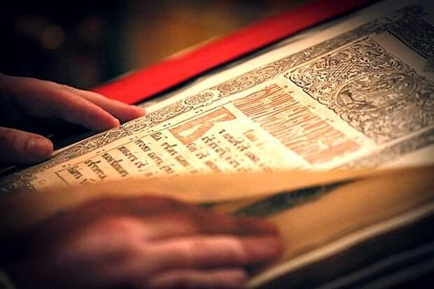Почему дома важно читать Святое Евангелие...