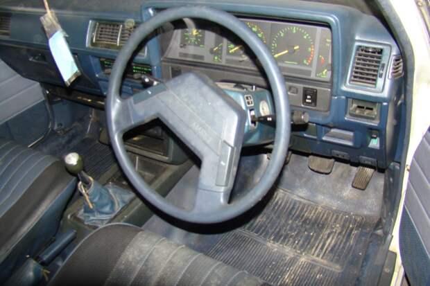 За стеной: необычная находка Toyota Mark II 1984 - с пробегом 84700 км