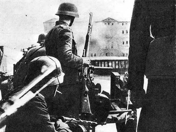 Гитлеровские солдаты во время боев
