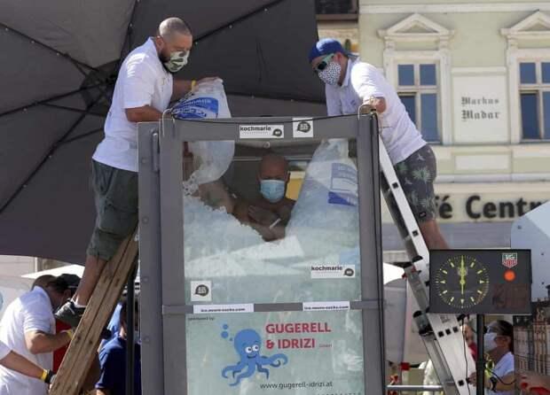 Австриец просидел в кабине со льдом 2,5 часа и побил мировой рекорд