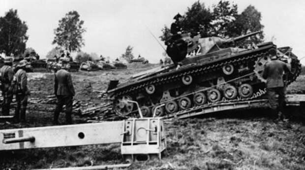 Солдаты вермахта вторгаются в Польшу 1 сентября 1939г
