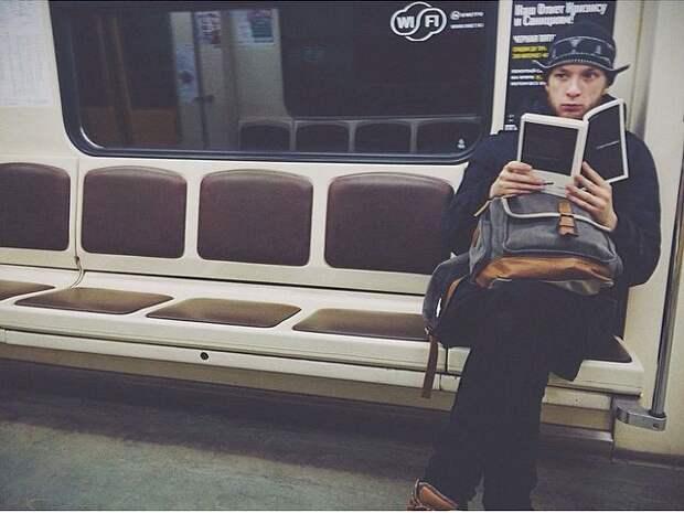 Фото - блеск. Такой взгляд!  книги, метро, чтение