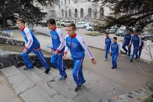 Юные севастопольцы при полном вооружении - теперь в бой! (фото, видео)