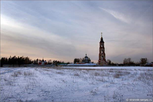 Николо-Берлюковская пустынь в селе Авдотьино на реке Воря
