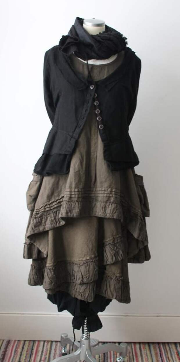 It's winter now in Pennsylvania, and this layered look is  what I want now.  I love this.