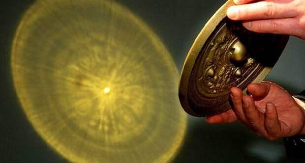 Китайские бронзовые стёкла: в чем секрет причудливых отражений, которые они создают