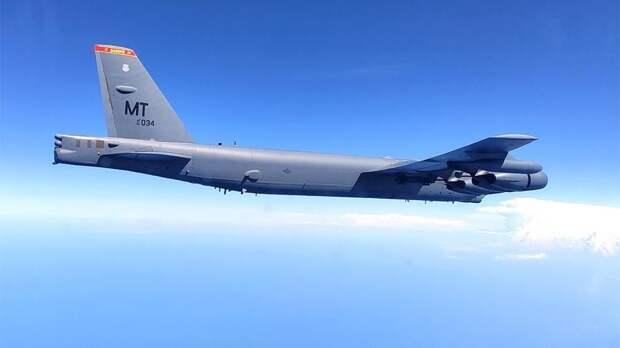 США назвали опасным перехват В-52 российскими Су-27 над Черным морем