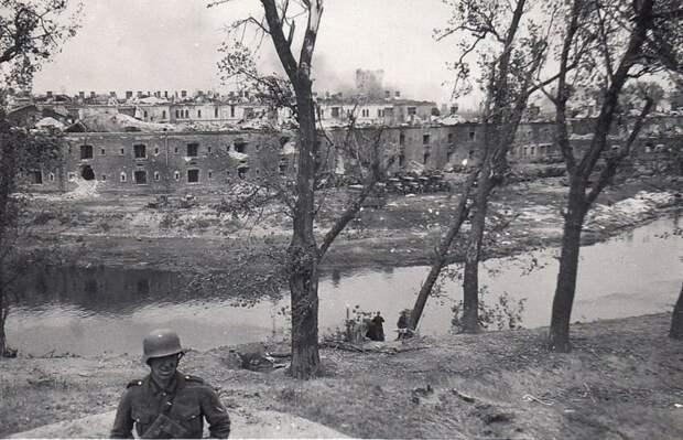 «Кудлатая»: почему немецкие патрули боялись «призрака» Брестской крепости
