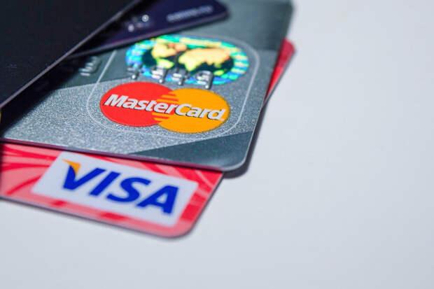 Песков не исключил отключения России от Visa и MasterCard