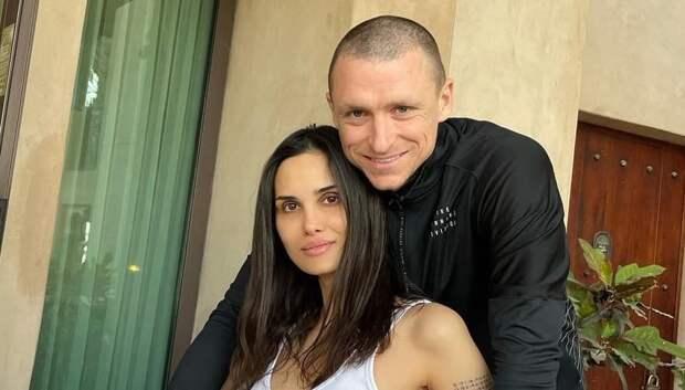 Павел Мамаев прописался в кафе, чтобы сократить алименты