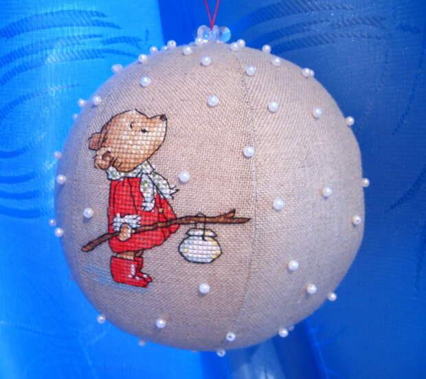новогодний шарик с вышивкой крестиком