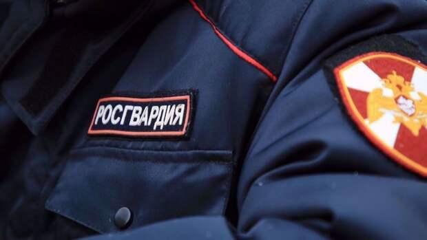 Вооруженный мужчина напала на росгвардейца с ножом в Томске