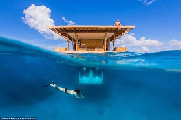 2. Номер под водой, отель Manta Resort на острове Пемба в Танзании. Первый в Африке подводный гостиничный номер находится на глубине 4 метра в Индийском океане к северу от Занзибара.