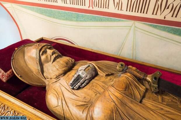 За что Рюрик убил Илью Муромца? И куда мог деться средний палец богатыря?