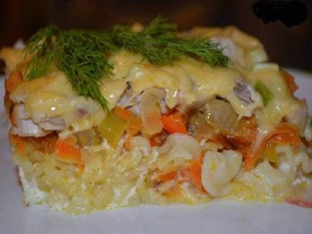 Рецепт запеканки из макарон с курицей и овощами.