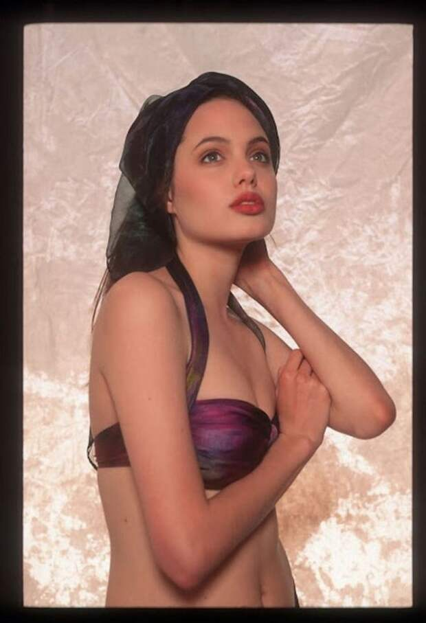 Одна фотосессия 16-летней Анджелины Джоли