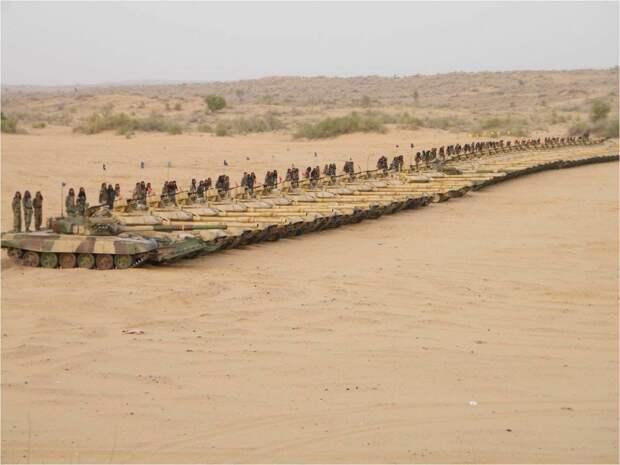 Sohu: Индия потеряла на границе с Китаем десятки танков Т-90