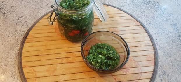 Зеленая аджика из петрушки