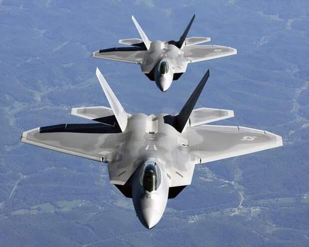 Sohu: пилоты американских F-22 «испытали ужас» при приближении российских штурмовиков Су-25 над Средиземным морем