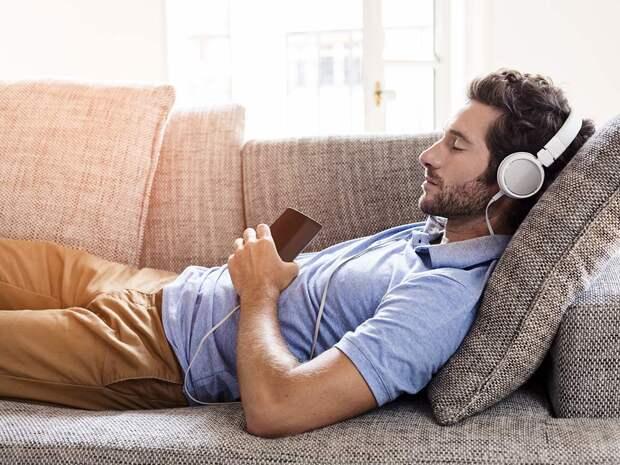 5 песен, которые помогают уснуть, – мнение исследователей