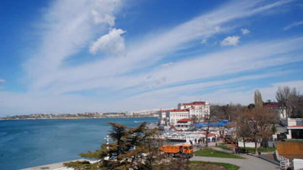 Вид на набережную из отеля Севастополь в Севастополе. архивное фото