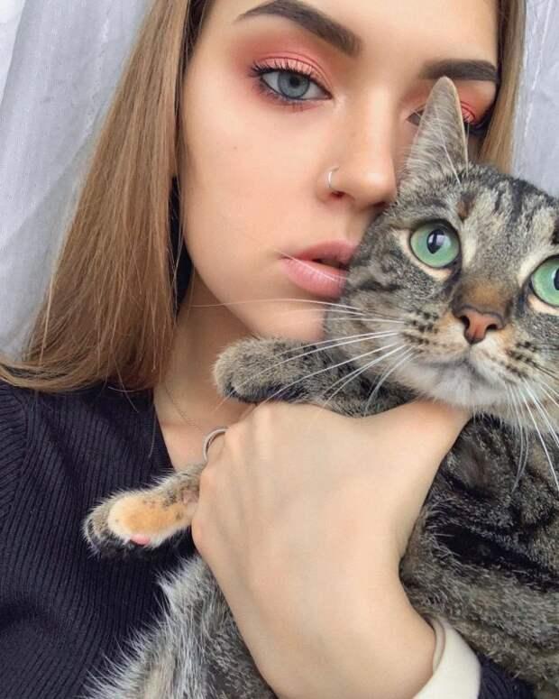 Как выглядит и чем занимается 21-летняя внучка Владимира Высоцкого