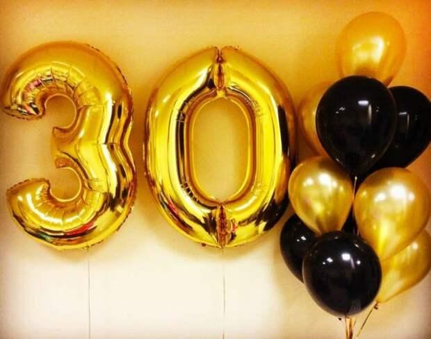 золотые и черные шары с цифрой 30