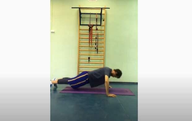 Онлайн-тренировку для укрепления спины провели в центре спорта в Марьине