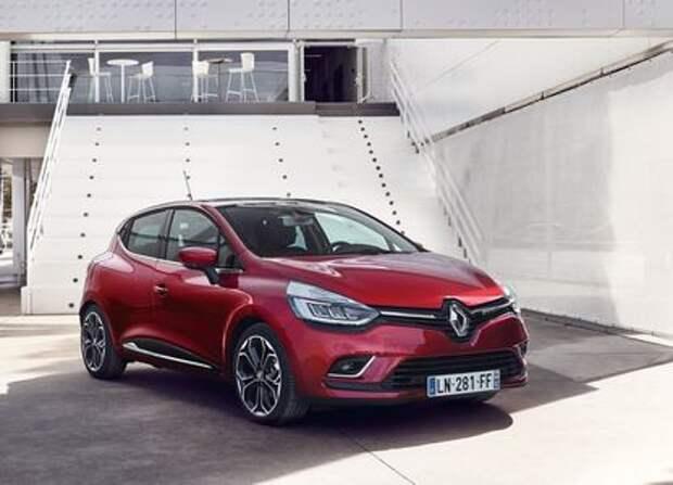 Renault Clio строит глазки